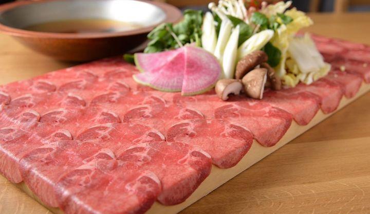 日比谷OKUROJI(オクロジ)に出店する小料理店「由乃」の牛タンしゃぶしゃぶ