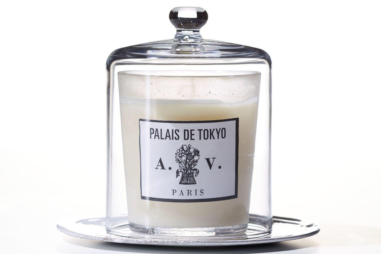 パリの陶器ブランド、アスティエ・ド・ヴィラットのキャンドルとガラスケース