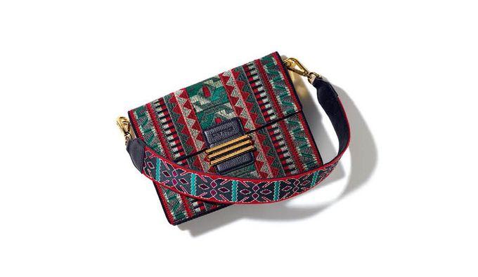57cd8495e8af 名品バッグがボヘミアンに!エトロのバッグ「レインボーバッグ」