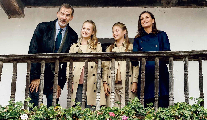 スペイン国王夫妻とレオノール・ソフィア王女姉妹