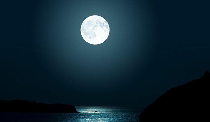 満月と新月の違いは?月の満ち欠けの周期で形が変わる理由や月齢の意味、月の呼び名や名前を解説