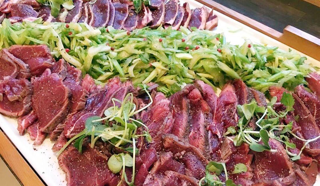 オーストリッチミート(ガチョウ肉)のカルパッチョ