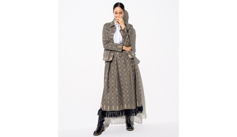 ディオールのジャケットとスカートを用いたセットアップコーディネート