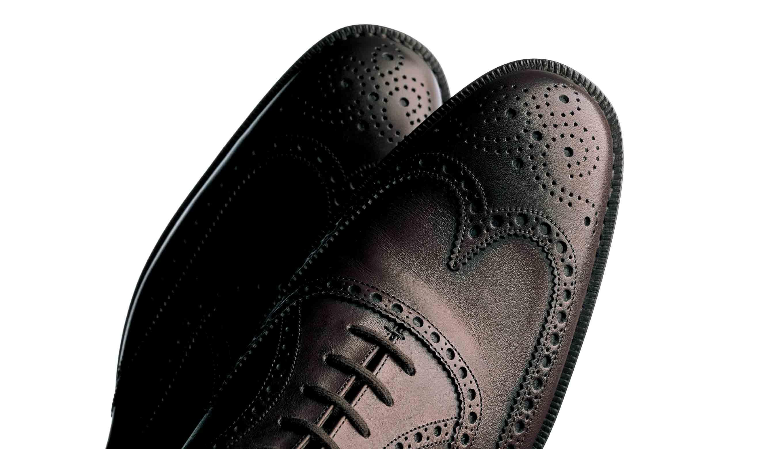 チャーチの茶色のウイングチップ靴