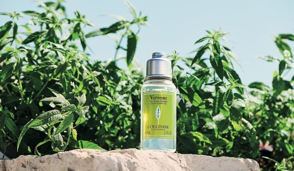 医療従事者へも寄付。 ロクシタン人気NO.1の香り「ヴァーベナ」から、除菌できるハンドジェルが初登場
