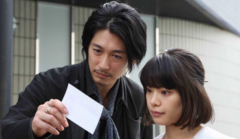 シャーロック誉獅子雄(ディーン・フジオカさん/左)と河本美沙(岸井ゆきのさん)©フジテレビ