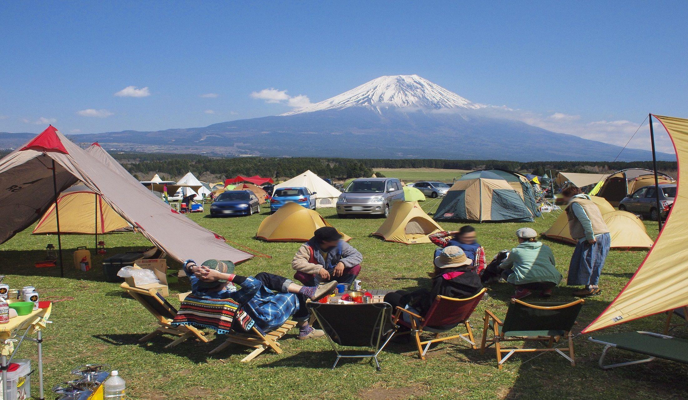 晴天のキャンプ場