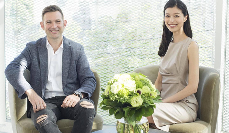 ニコライ・バーグマン(左)と生方ななえ(右)