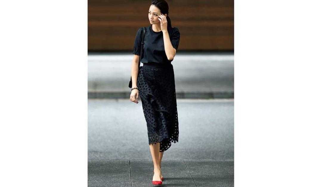 靴に何を選ぶかで雰囲気がガラッと変わるミモレ丈スカートの着こなし方まとめ