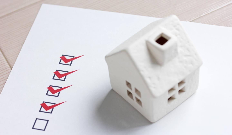 家の模型とチェック項目