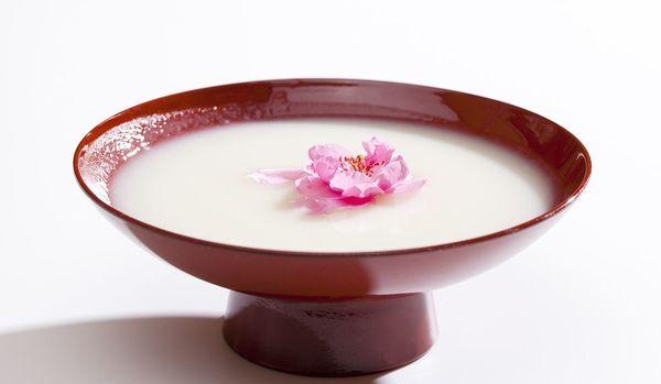 【ひな祭りの酒】甘酒じゃなくて白酒(しろざけ)が正解!?日本酒でもない、パイチュウでもない「白酒」って何?