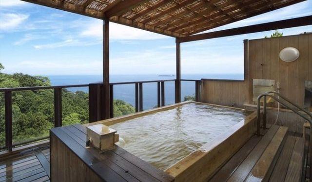 海を望む露天風呂
