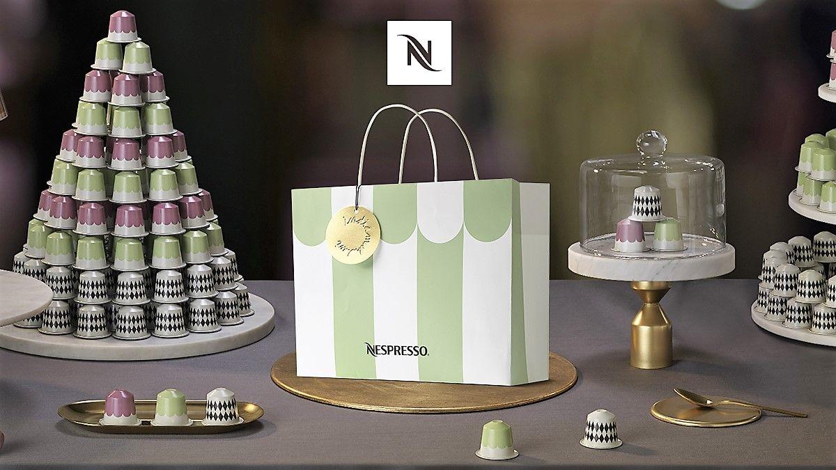 NESPRESSO(ネスプレッソ)からクリスマス・ホリデーシーズン期間限定で販売されるコーヒー「パリス・ブラック」「パリス・マカロン」「パリス・プラリネ」が並べられている。デザインは、ラデュレ青山店の内装を手がけるインディア・マダヴィ氏。