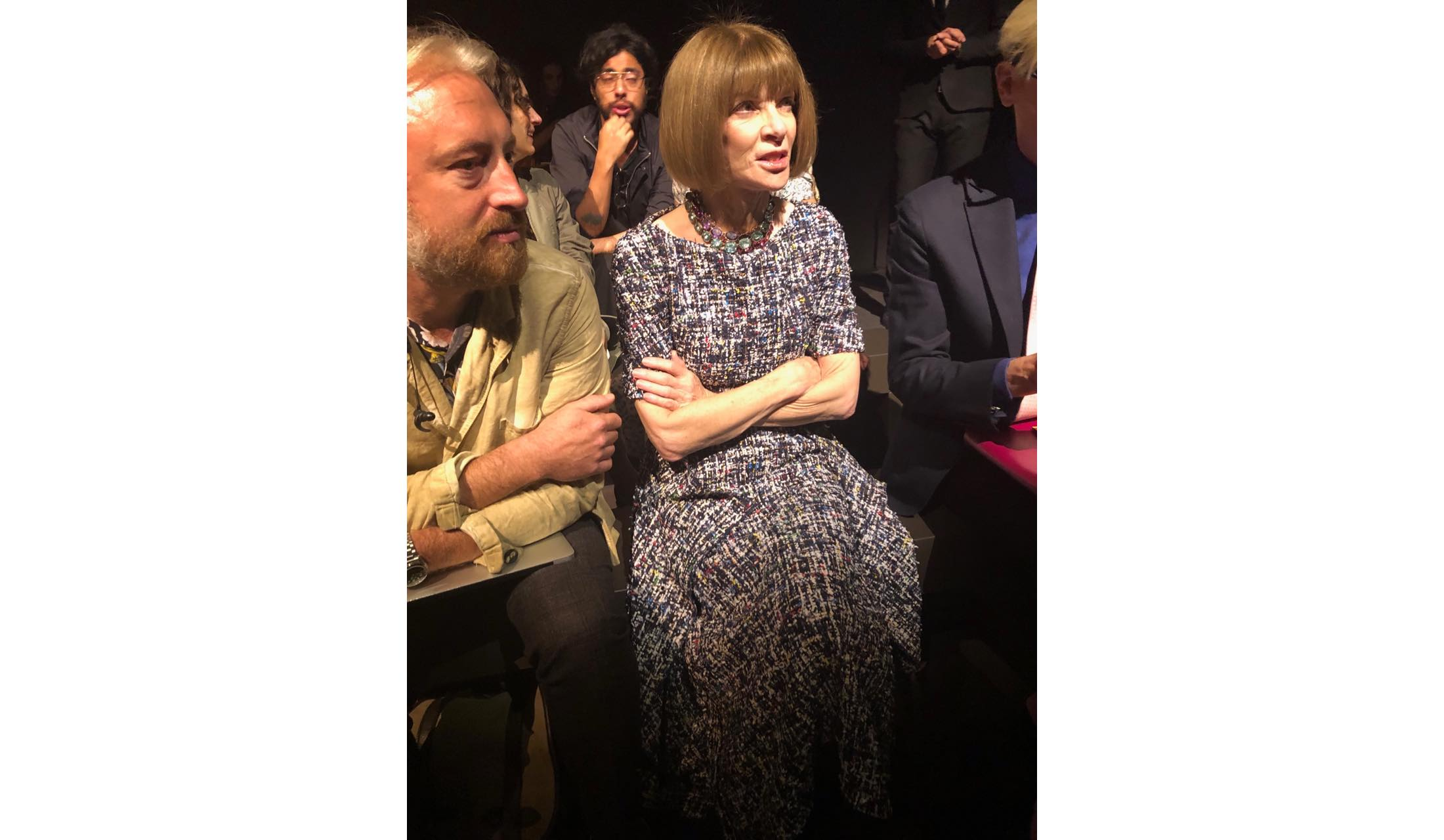 ファッションジャーナリストの藤岡篤子さんが、現在開催中の2020年SS ミラノ コレクション会場で見つけたおしゃれマダムのスナップ写真