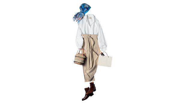 鈴木保奈美さん|エルメスの青のシルクスカーフを投入!品良くまとめた休日の装い【今日のコーデ】