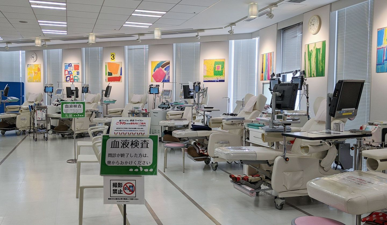 新宿東口駅前献血ルームの採血室内観