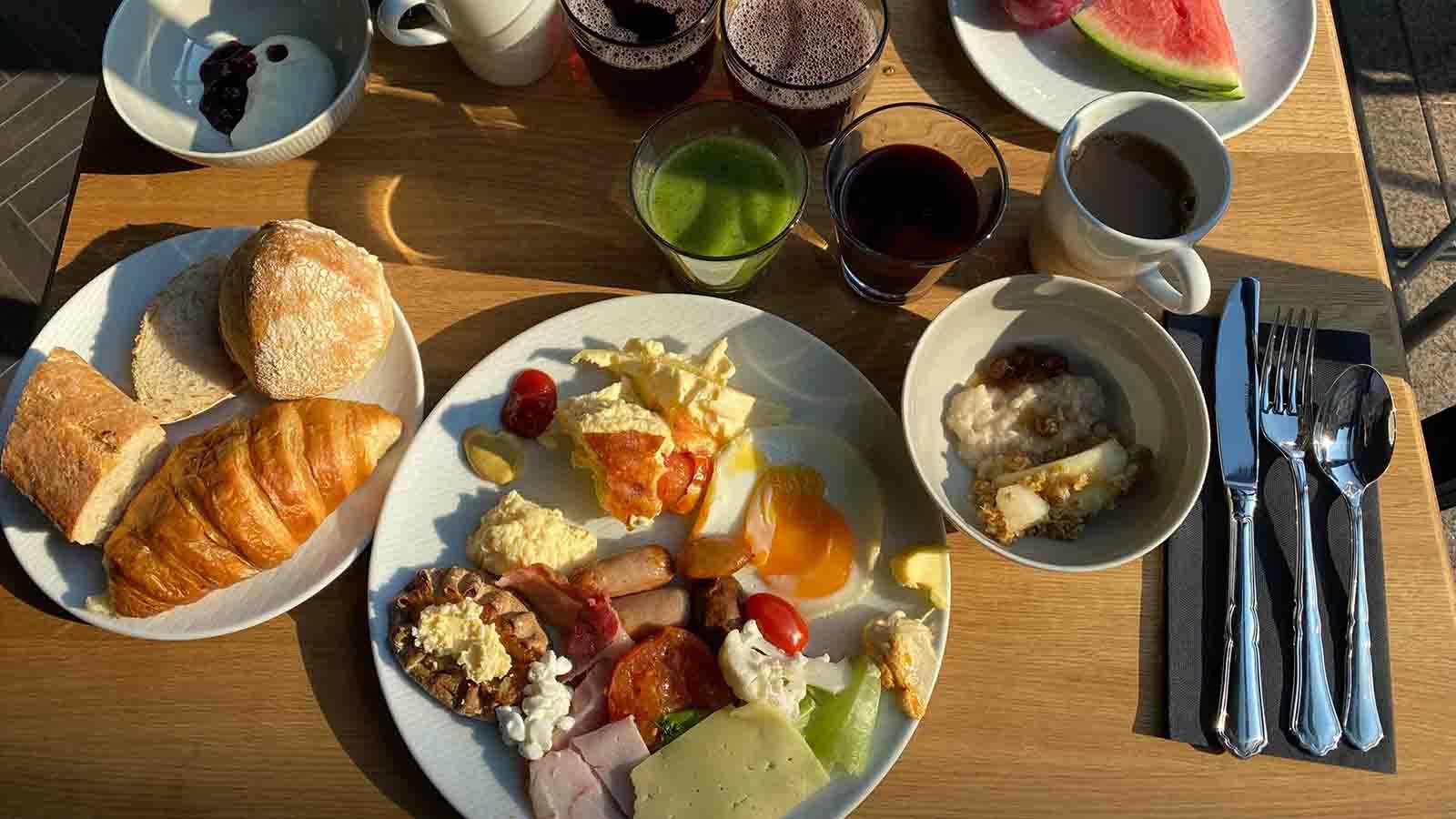 スカンディック・グランド・セントラル・ヘルシンキ・ホテルにあるレストランの朝食
