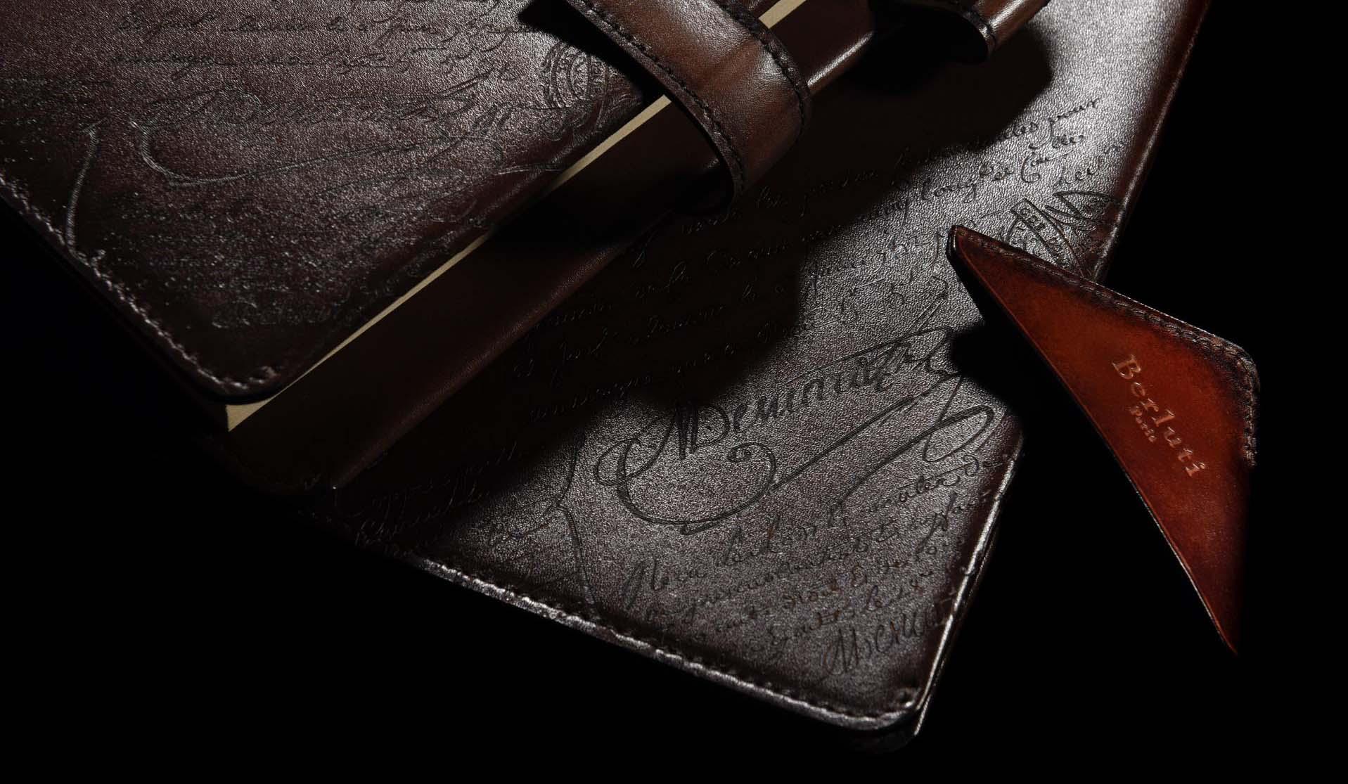ベルルッティのヴェネチアレザーを使用した手帳カバー、ノートカバー、ブックマーカー