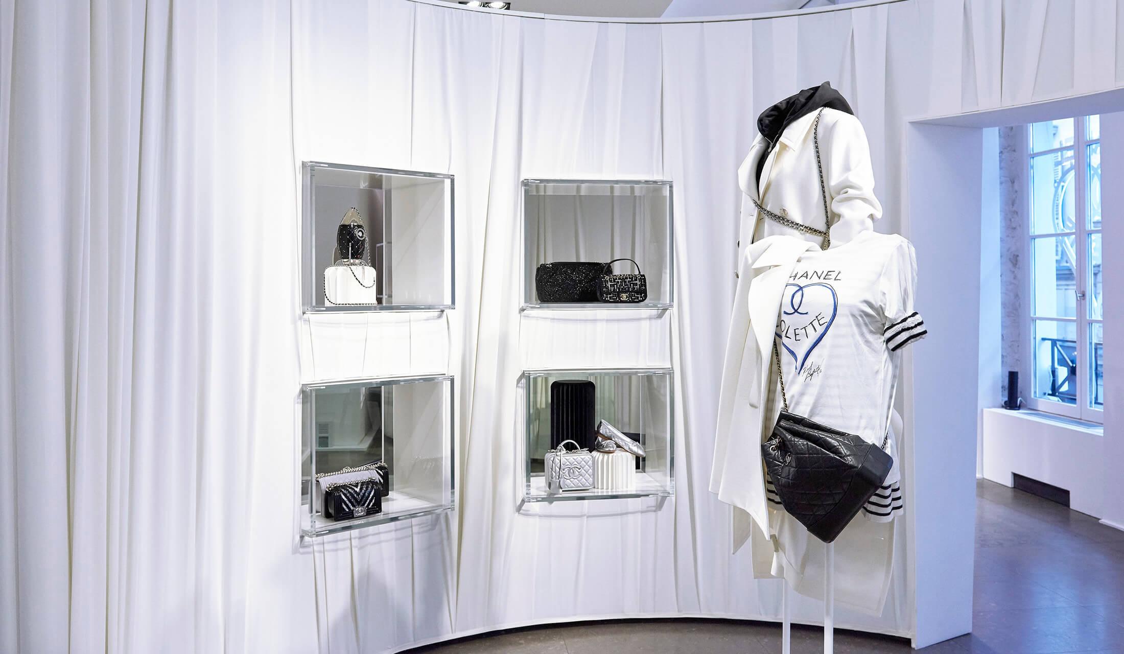 パリのコレットとシャネルのコラボレーションで注目のカール・ラガーフェルドデザインのTシャツ