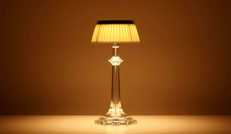 バカラの新作ランプ「ボンジュール ヴェルサイユ ランプ」の写真
