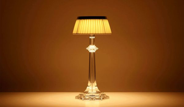 心安らぐ空間を演出!クリスタルが輝く「バカラのランプ」は、シンプルなデザインが魅力