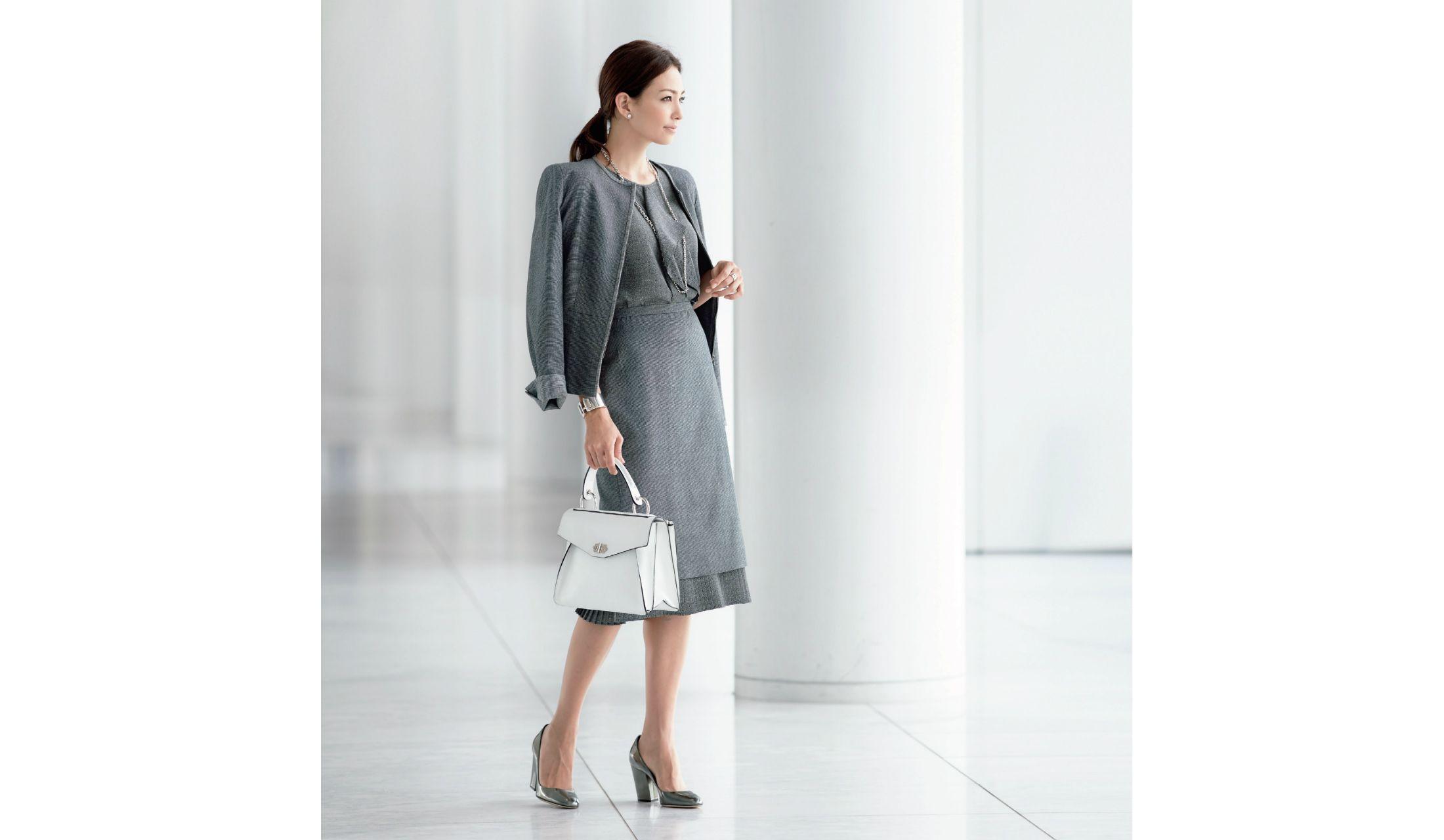 品格と好感度を両立するジャケット&スカート