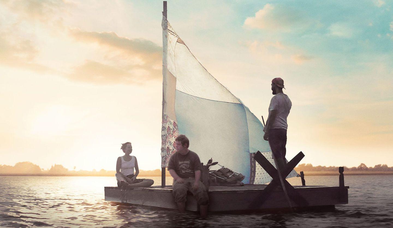 『ザ・ピーナッツバター・ファルコン』ボートに乗る3人