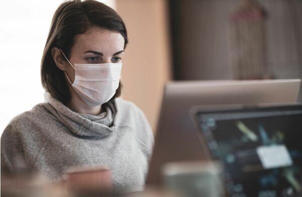 皮膚科専門医に聞く!冬の「マスク肌荒れ」、その原因と対策とは?