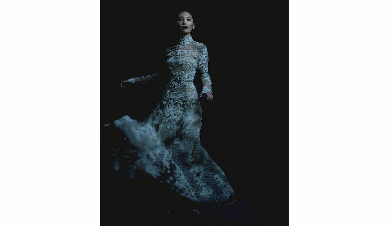 大政 絢さん、ヴァレンティノのドレス、TASAKIのピアス