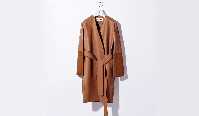 「ロエベ」のコート『カラーレス ベルテッドコート』