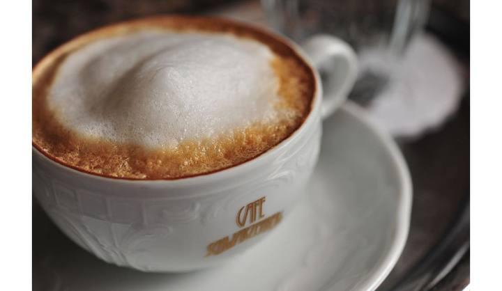 オーストリアのカフェ・シュヴァルツェンベルクのウィーナー・メランジェ