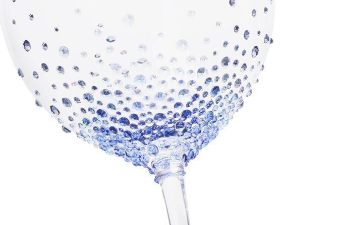 スワロフスキー社とコラボした「FINAL FANTASY 30th ANNIVERSARY オリジナル クリスタルペアグラス」