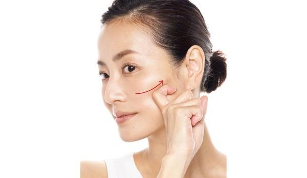 老化のサイン「ほうれい線」の原因は?ほうれい線に効くリンパマッサージや体操、コスメや美顔器の使い方まとめ