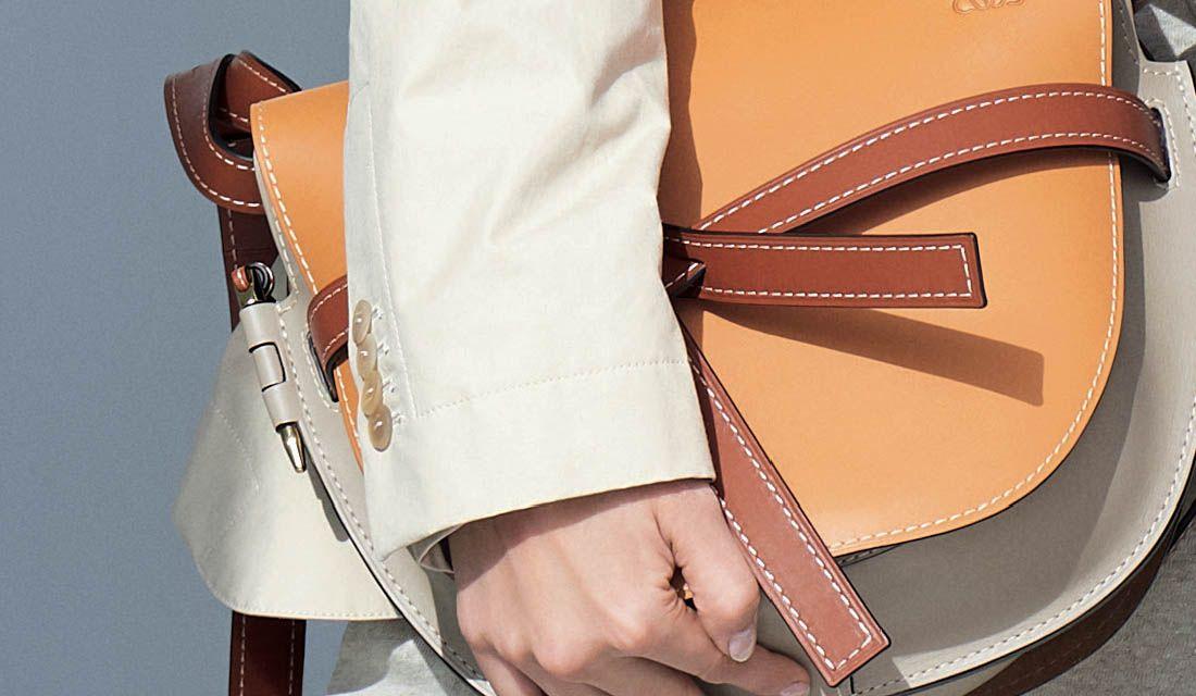 ロエベのバッグ「ゲート」(アンバー×ライトグレー)