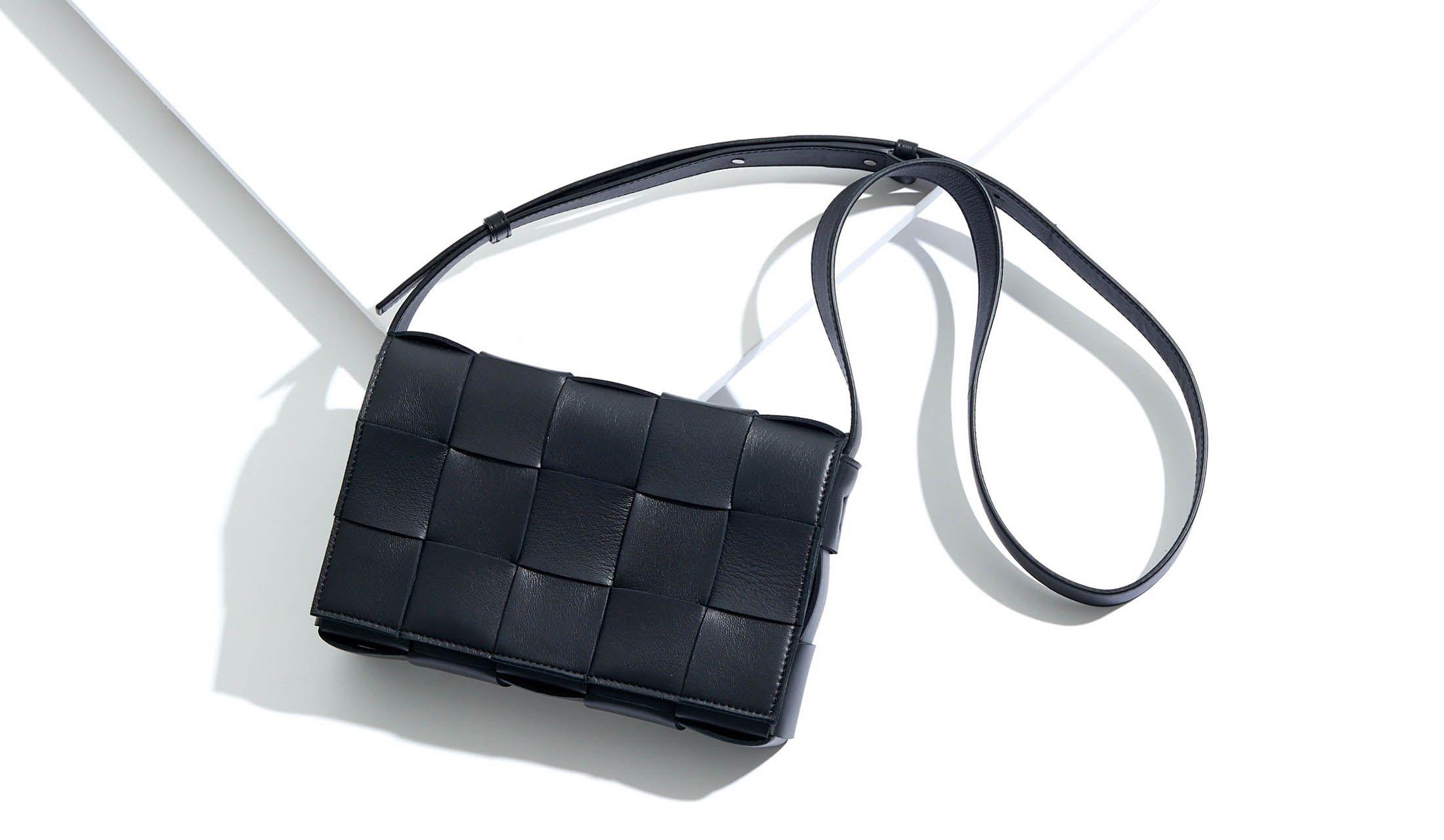 BOTTEGA VENETA(ボッテガ・ヴェネタ)のバッグ「カセット」