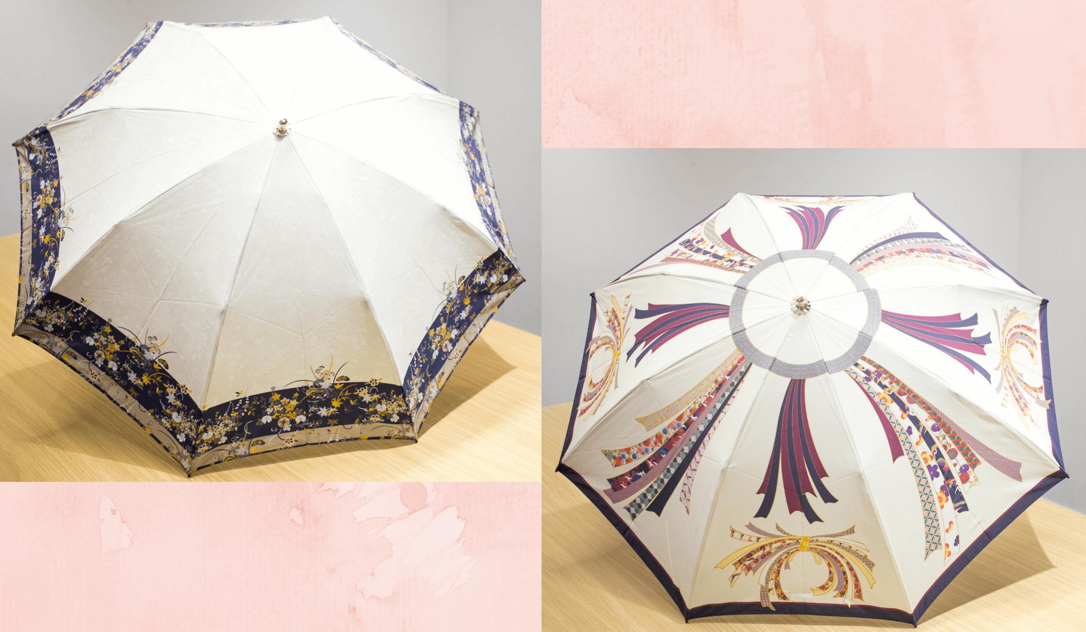 和風のデザインの折り畳み傘が2つ広げられている