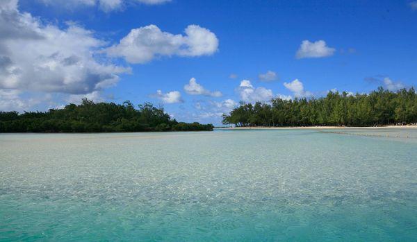 セレブが愛するビーチリゾート「モーリシャス島」の魅力!日本からの行き方や気候まで