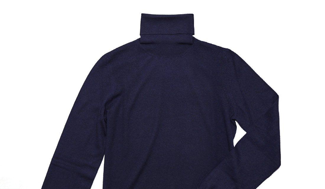 ロロ・ピアーナのタートルニットセーターの写真