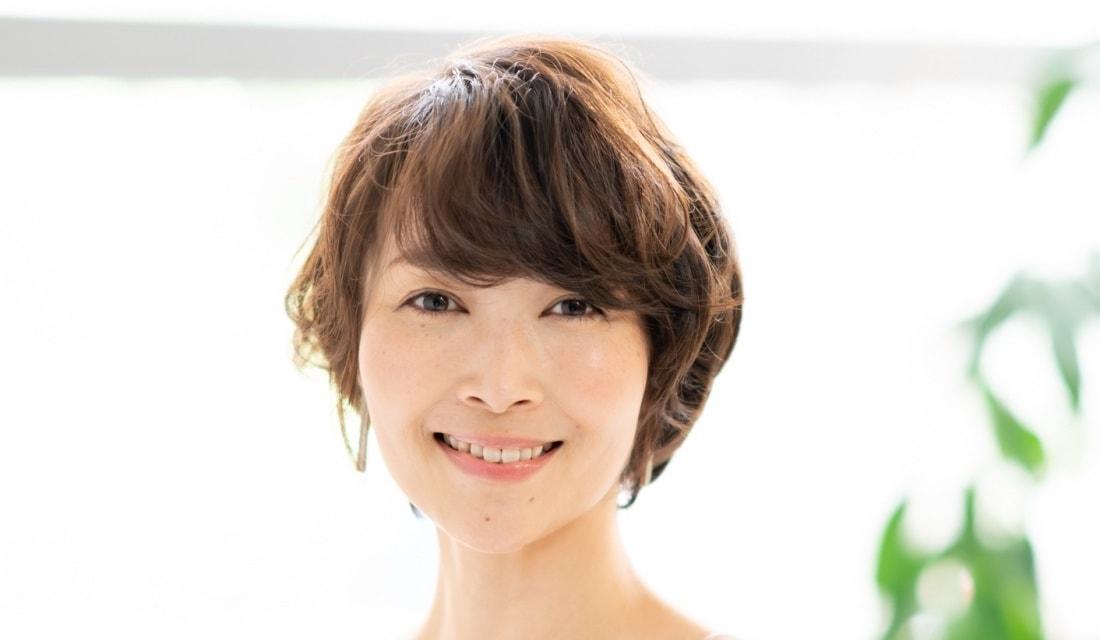 美容室ACQUA aoyamaの小室里奈さんが手がけたショートヘアの女性