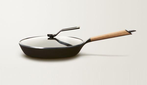 「炒め物に革命が起きる」と話題!自宅でプロ級の調理ができるバーミキュラの新作「フライパン」