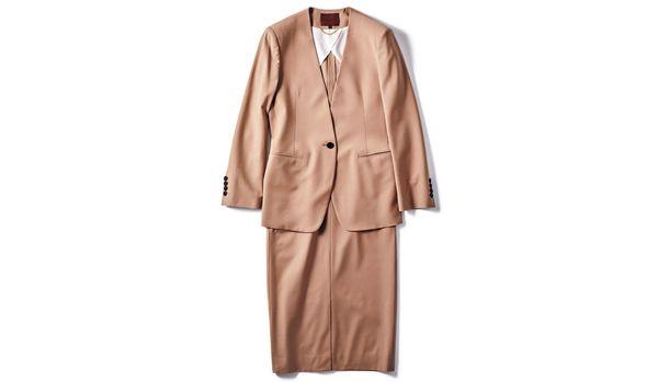 スーツとして着られるのに、堅苦しく見えない!オーカー.のスカートスーツ