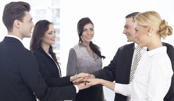 もう人間関係のストレスで悩まない!職場によくいる困った人間7タイプへの対処法
