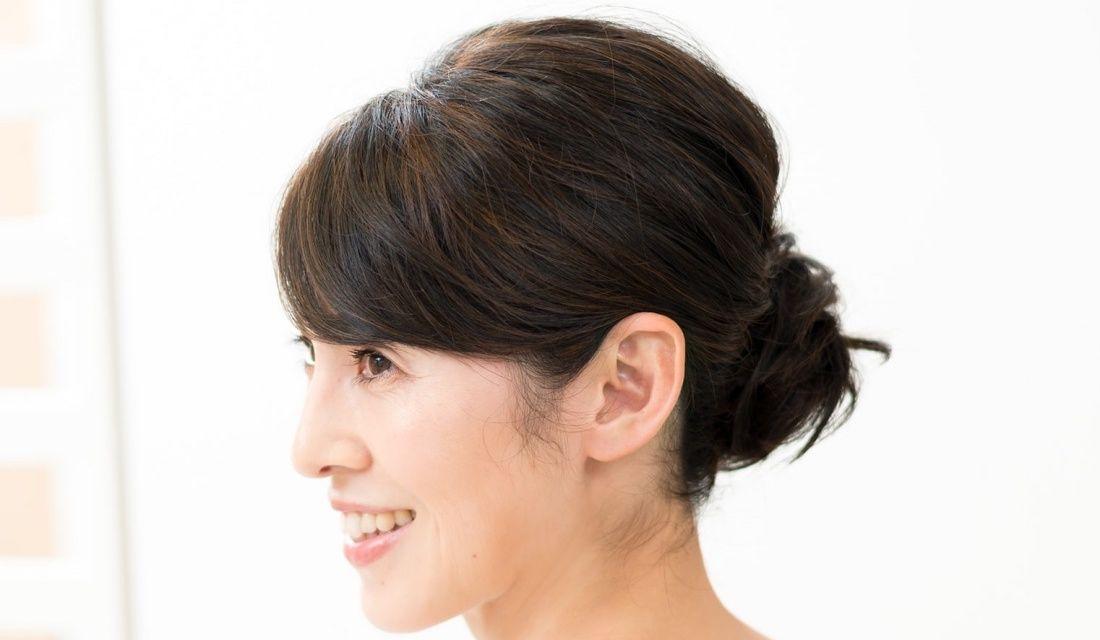 pinceau代表・山岸亜由美さんが手がけたシニョンの女性