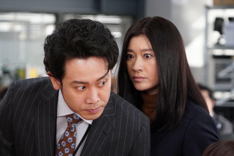 5話の東海林武(大泉洋さん)と、大前春子(篠原涼子さん) ©日本テレビ