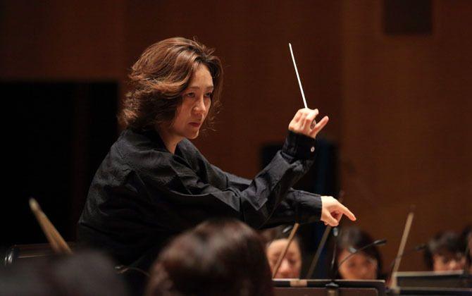 指揮者の西本智実さん