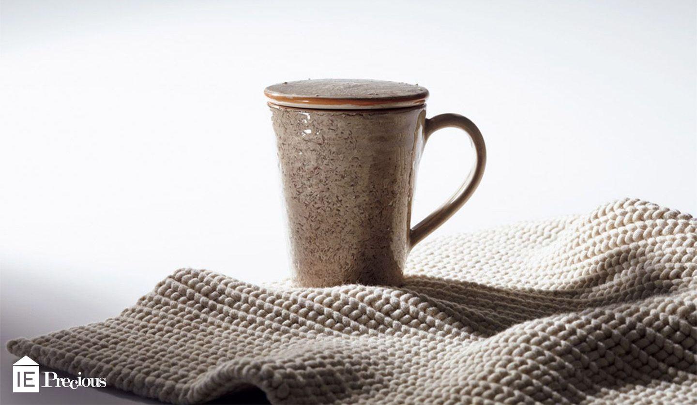 ブルネロ クチネリのふた付きマグカップ&リブ編みランチョンマット