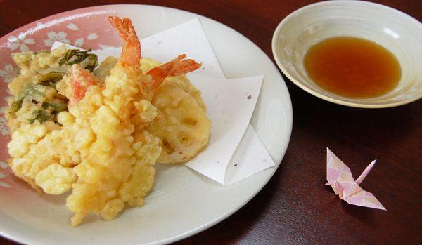 揚げたてが台無し!知らないでは済ませられない「天ぷらを食べるときのNGマナー」8選
