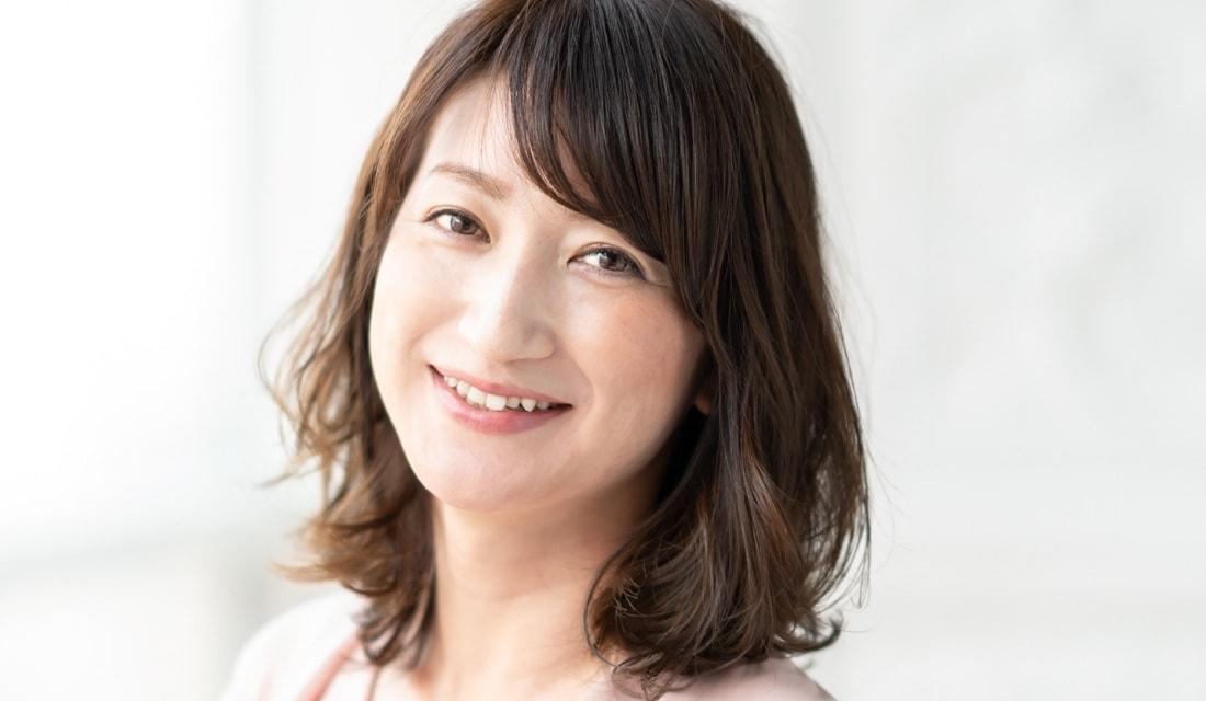 GARDEN Tokyoのトップスタイリスト・本木亜美さんが手がけたミディアムヘアの女性