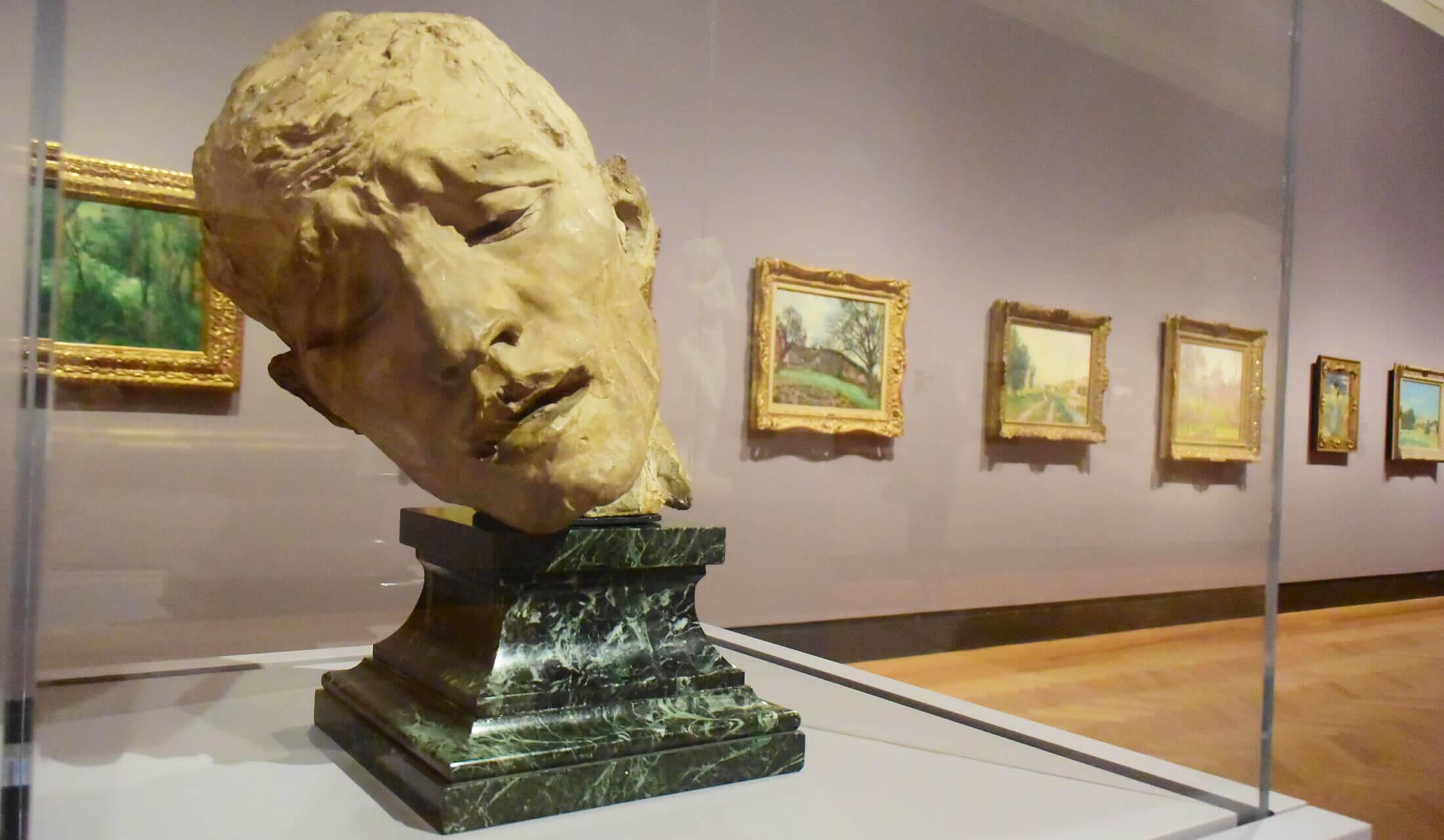 オンタリオ美術館(AGO)に展示された彫刻作品