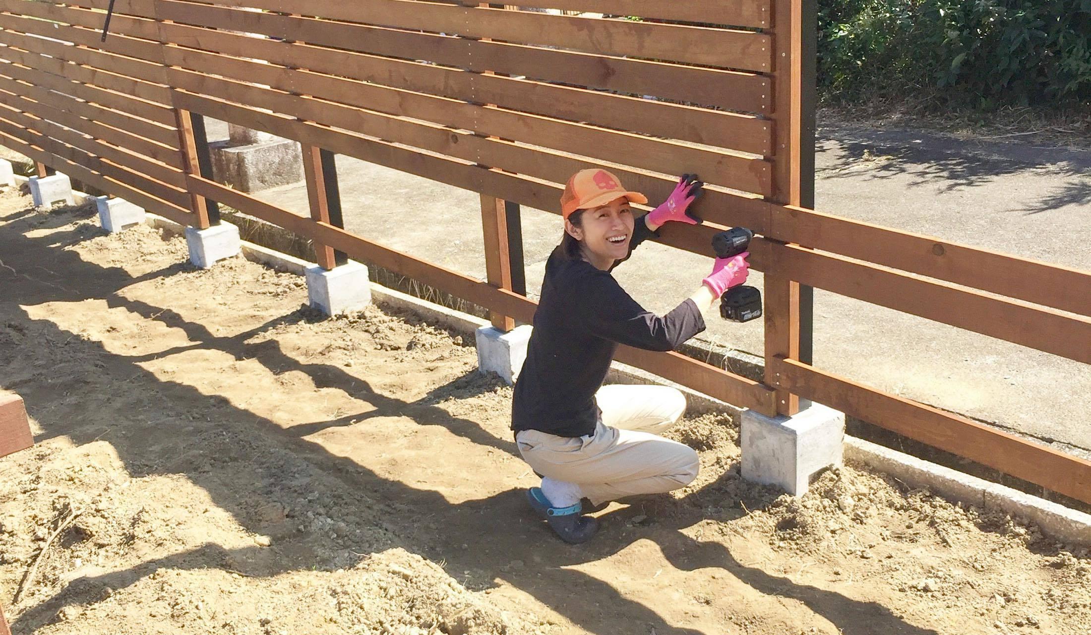 ウッドフェンスを作る堀江美希さん